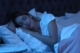 Hormonexpert-Schlafen-Frau-Nacht-212307949-by-New-Africa