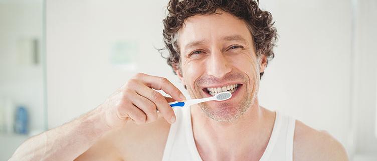 Dr-Vera-Lang-News-Zahnhygiene-by-Wavebreakmedia