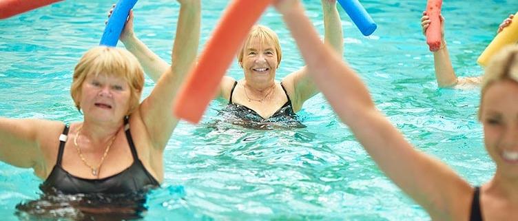 Dr-Vera-Lang-Wassergymnastik_id487260784-by-sturti